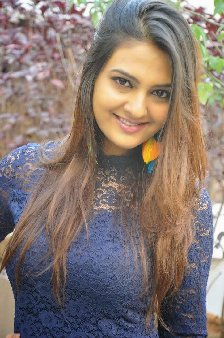 Neha Deshpande Hot Photos In Short Dress At Dil Deewana -4067
