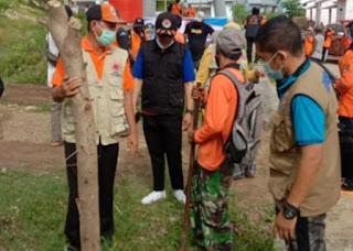 Hijaukan Kawasan Pemukiman, BPBD dan FPRB Tanam 1.000 Bibit Pohon di Lingkungan Kadole