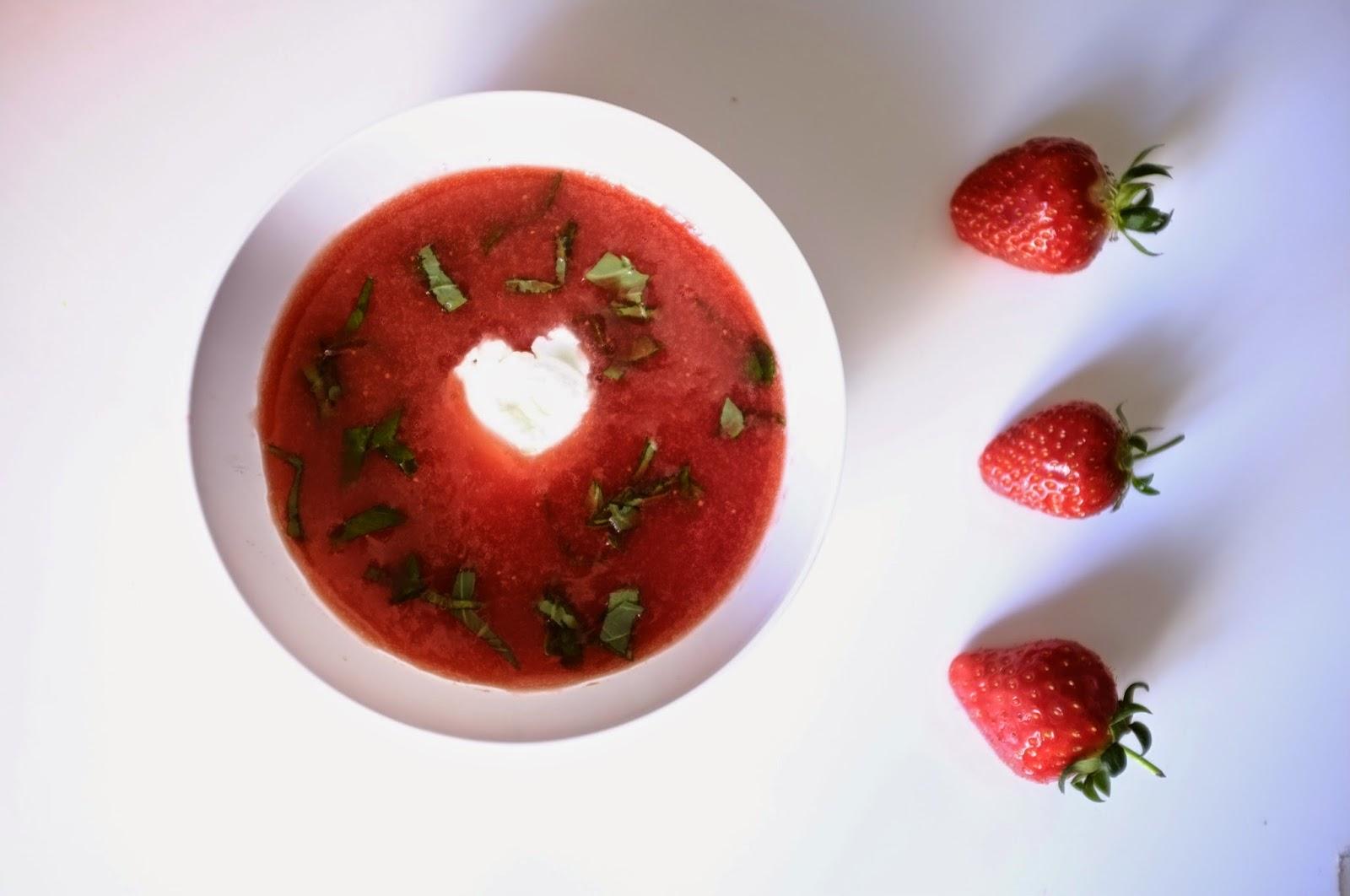 http://ielonah.blogspot.fr/2014/05/soupe-de-fraises-et-mascarpone.html