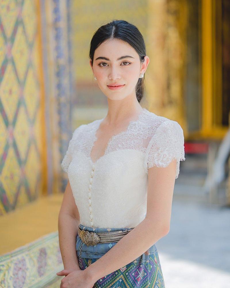 Mata indah dan bibir seksi imtu cewek thailand Davika Hoorne