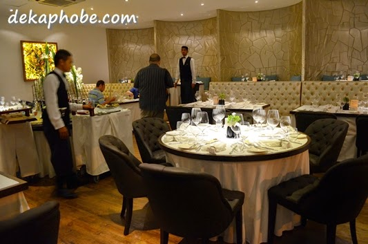 i am a dekaphobic]: Caviar Restaurant and Champagne Bar