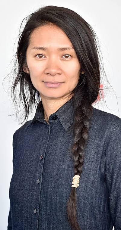 2021 yılında Oscar ödülünü kazanan ilk Asyalı kadın yönetmen kimdir?