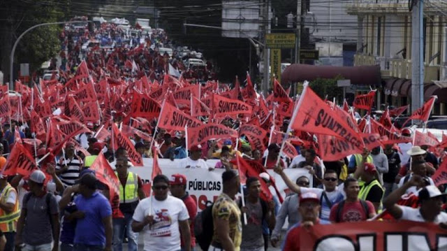Trabajadores panameños marchan en demanda de empleos