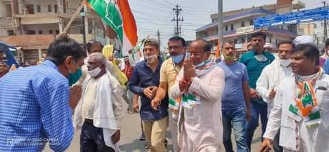 कांग्रेस प्रत्याशी अजय टंडन ने रविवार को बाजार का भ्रमण करके किया जनसंपर्क.. पूर्व सीएम दिग्गी राजा ने बिकाऊ टिकाऊ के मुद्दे को फिर उछलते हुए कहा भाजपा अब वोटरों को भी खरीदने की कोशिश कर रही है.. कांग्रेस के राष्ट्रीय महासचिव प्रदेश प्रभारी मुकुल वासनिक आज आएंगे..