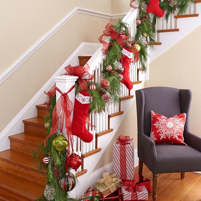 Cómo decorar la escalera en Navidad