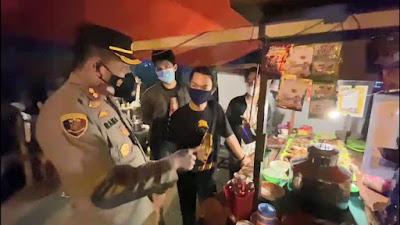 Viral Kapolres Karawang Borong Dagangan Saat Razia PPKM Darurat di Lamaran, Banyak Tuai Pujian Warganet