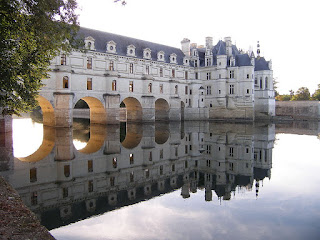 https://upload.wikimedia.org/wikipedia/commons/a/a3/Chateau_de_Chenonceau.JPG