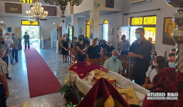 Κλίμα βαθιάς συγκίνησης στην κηδεία του ιερέα Ηλία Αλευρά