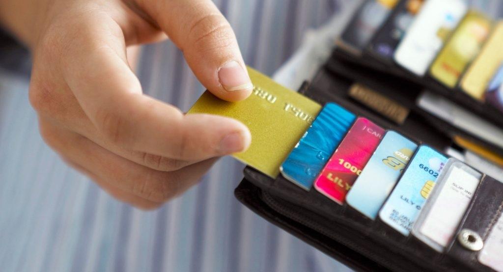 mengontrol kartu kredit