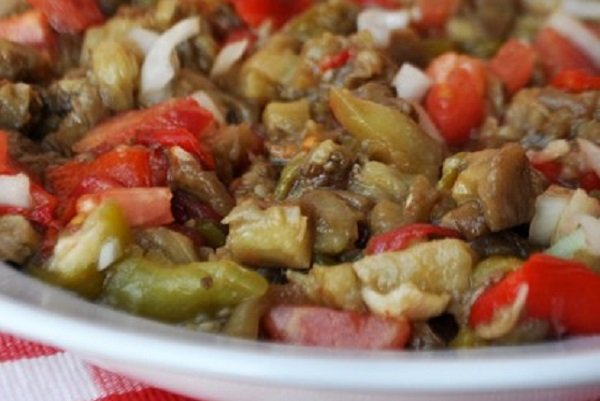 How to make Grilled Eggplant Salad with vegetables