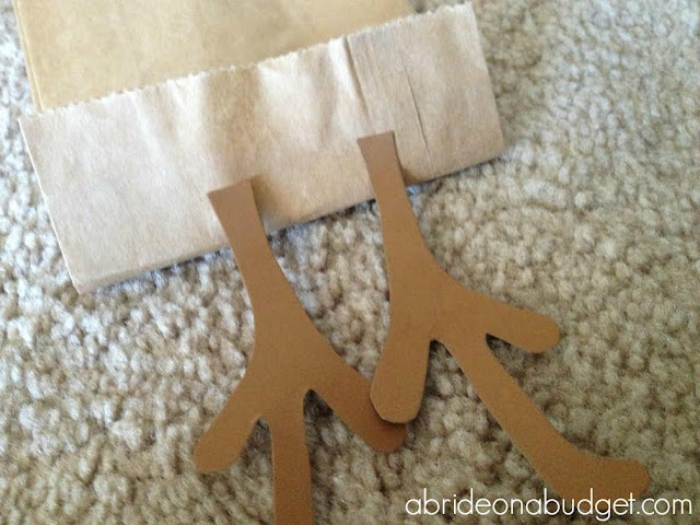 How are you wrapping beer and wine this holiday season? How about turning it into a reindeer using the tutorial on www.abrideonabudget.com?
