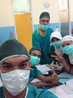 Perawat-penata-anestesi-dokter-bidan-di-kamar-operasi