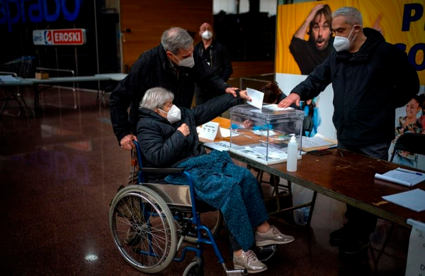 Separatist parties in Spain's semi-autonomous Catalonia region will boost their majority in the local parliament, near-complete results suggest