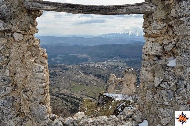 Castelvecchio Calvisio visto da Rocca Calascio