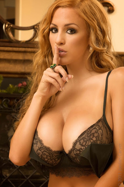 hot-sexy-Jordan-Carver-Christmas-2011-photo-shoot-picture-15