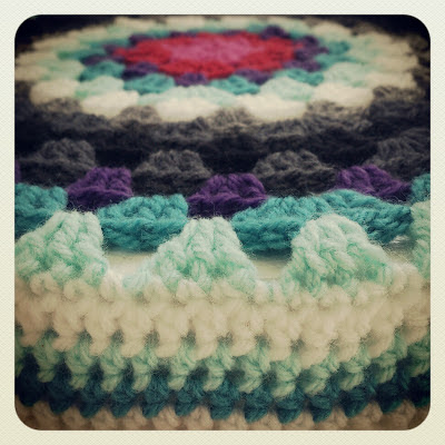 ByHaafner, crochet, cover footstool, granny circle, granny chic