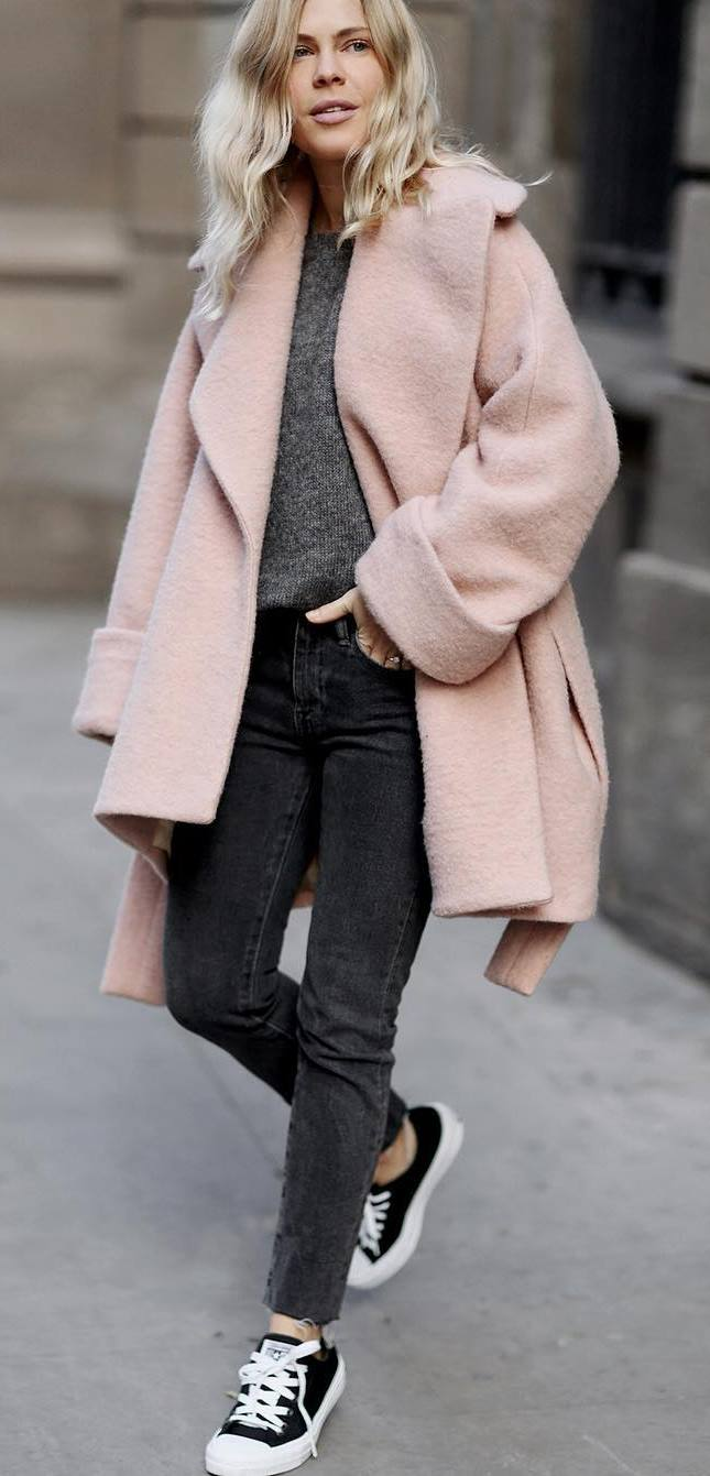 grey and pink fall outfit: coat + sweater + jeans + sneakers
