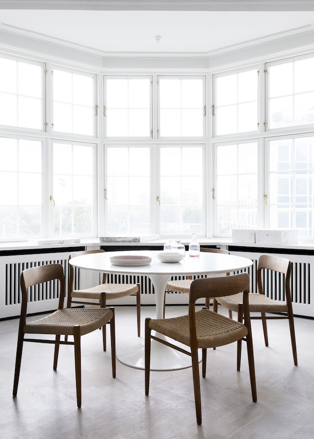 Observa y decora la casa danesa de natalia sanchez echevarr a for Mesas comedor escandinavas