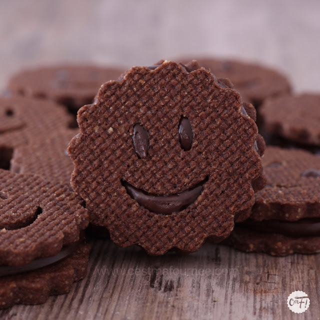 BISCUITS SMILEY AU CHOCOLAT