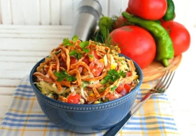 Салат овощной с блинчиками картинка-рецепт