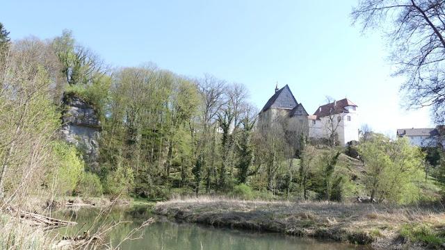 Fränkische Schweiz - Schloss Plankenfels von der Wiesent aus gesehen