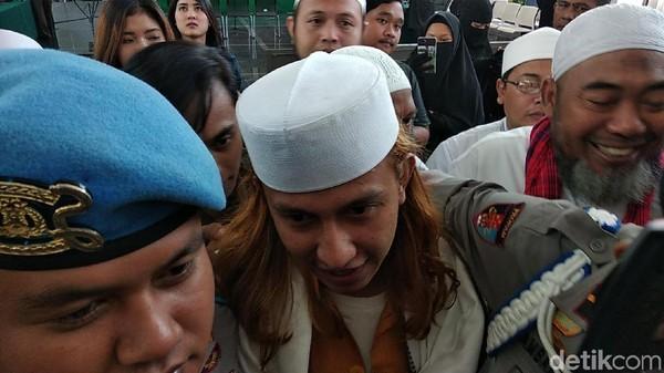 Kasus Penganiayaan Sopir Taksi Online, Habib Bahar Diadili Hari Ini