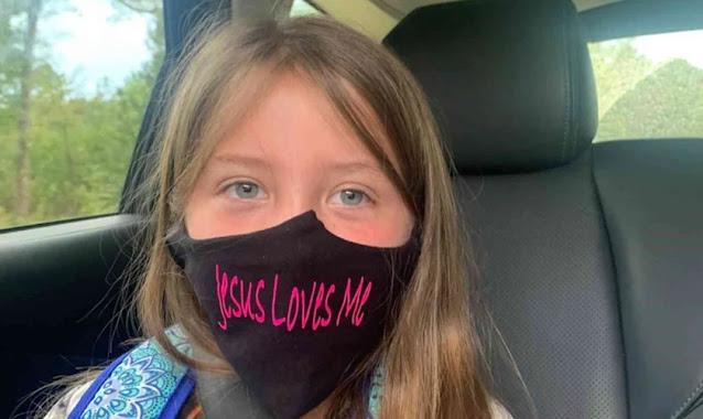 """Estudante é proibida de usar máscara com a frase """"Jesus me Ama"""", nos EUA"""