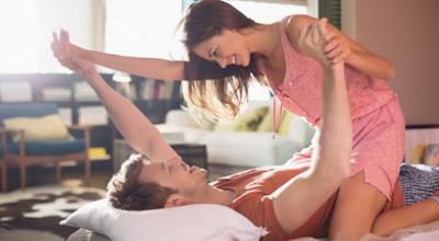 Posisi Bercinta Menyesuaikan Tempat Tidur