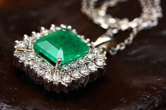 "Emerald jewellery: Photo by <a href=""https://unsplash.com/@enginakyurt?utm_source=unsplash&utm_medium=referral&utm_content=creditCopyText"">engin akyurt</a> on <a href=""https://unsplash.com/s/photos/emerald?utm_source=unsplash&utm_medium=referral&utm_content=creditCopyText"">Unsplash</a>"