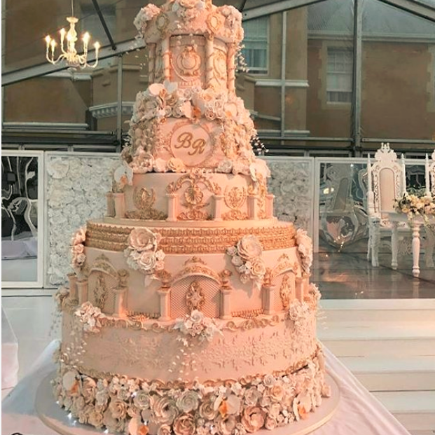 how much does a wedding cake cost mabala noise s reggie s wedding cake cost r60 000 15452