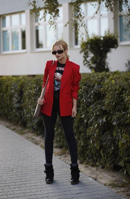 czerwony żakiet