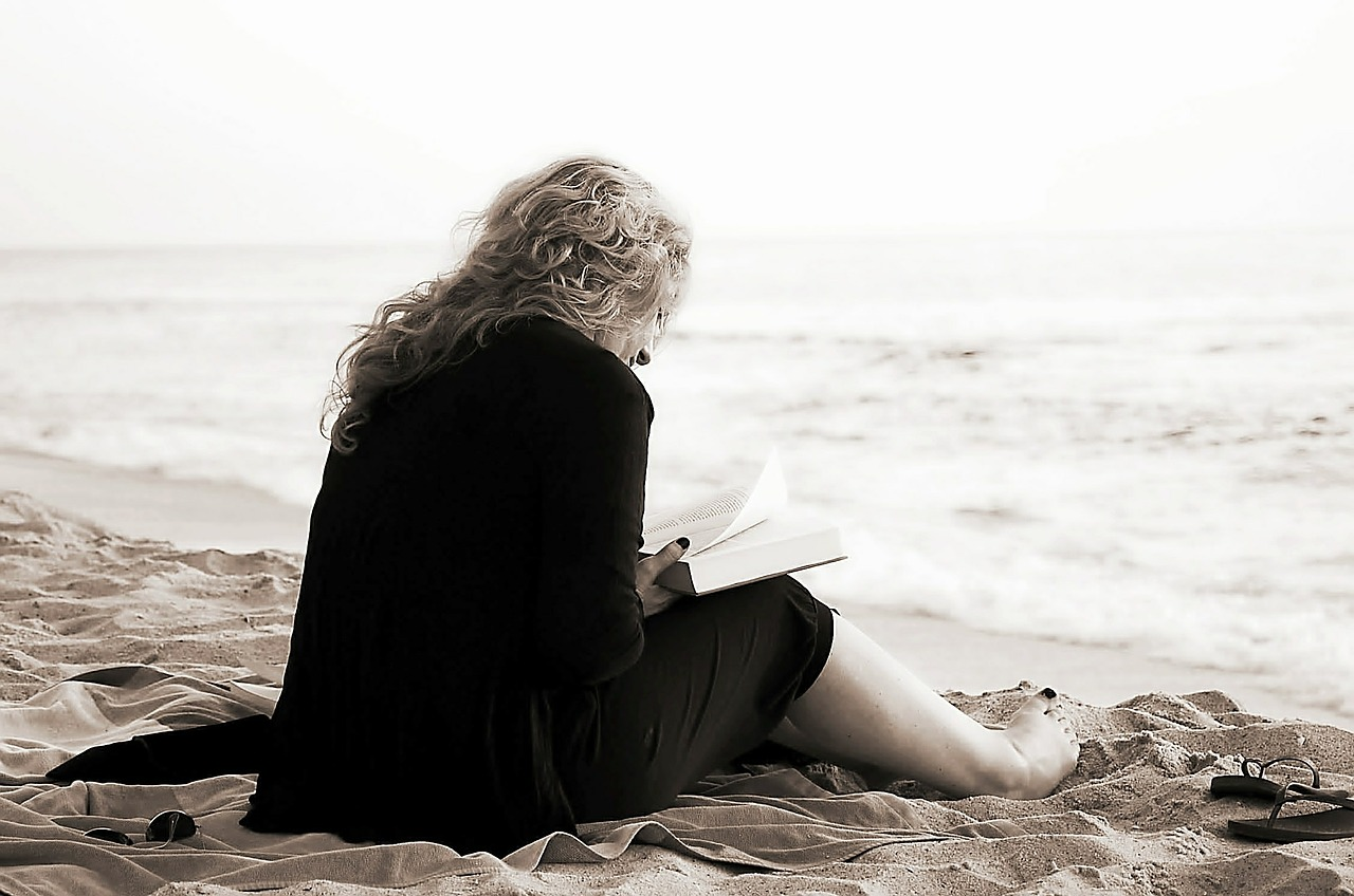 Read+Beach+Love