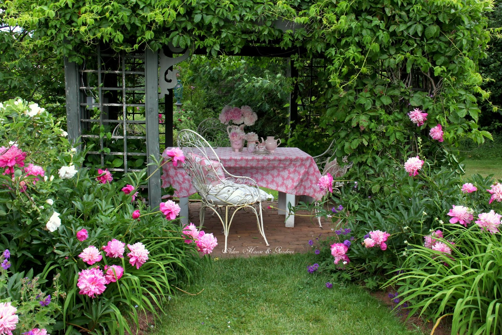 aiken house gardens sunday afternoon tea in the terrace. Black Bedroom Furniture Sets. Home Design Ideas