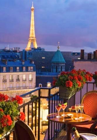 فنادق مطلة علي برج إيفيل