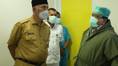 Berkunjung ke ICU RSUP M. Djamil, Gubernur Mahyeldi Menghimbau Masyarakat  Tetap Jaga Disiplin Prokes
