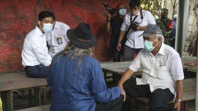 Gibran Menanggapi Foto Viralnya Duduk di Meja Depan Menteri Basuki