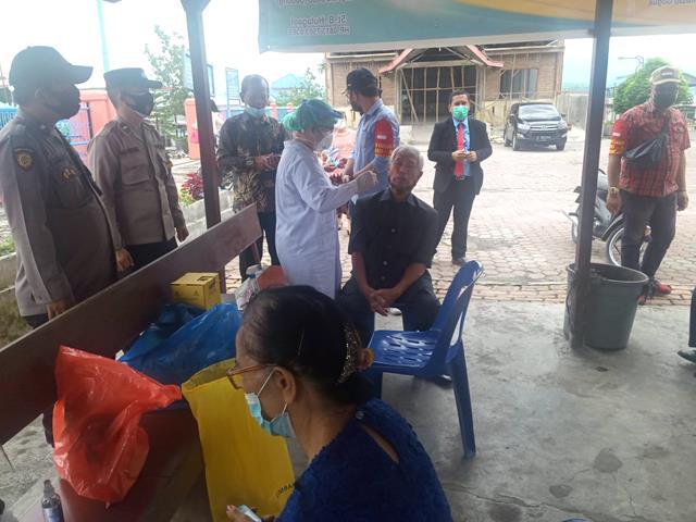 Dalam Rangka Pelaksanaan Tracing Terhadap Umat Gereja GKPI Didampingi Personel Jajaran Kodim 0207/Simalungun