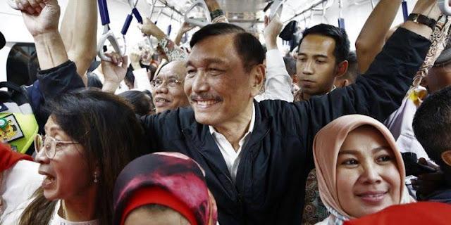 Menteri Koordinator Bidang Kemaritiman dan Investasi Luhut Binsar Pandjaitan mendapat sorotan tajam dari Ikatan Dokter Indonesia Kalimantan Selatan usai rencananya mengimpor dokter mencuat ke publik