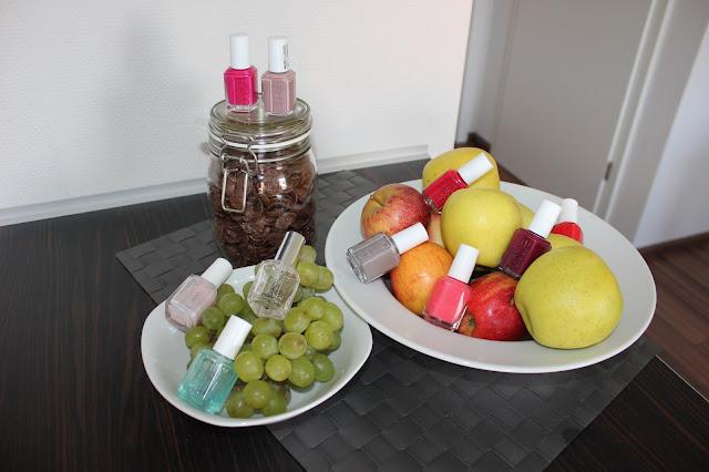 Ja, die schönen Farben von Essie passen am besten in die Natur. Deshalb hab ich sie in meinen Obst versteckt.