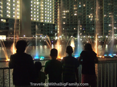 Nightly water show at Florida condo
