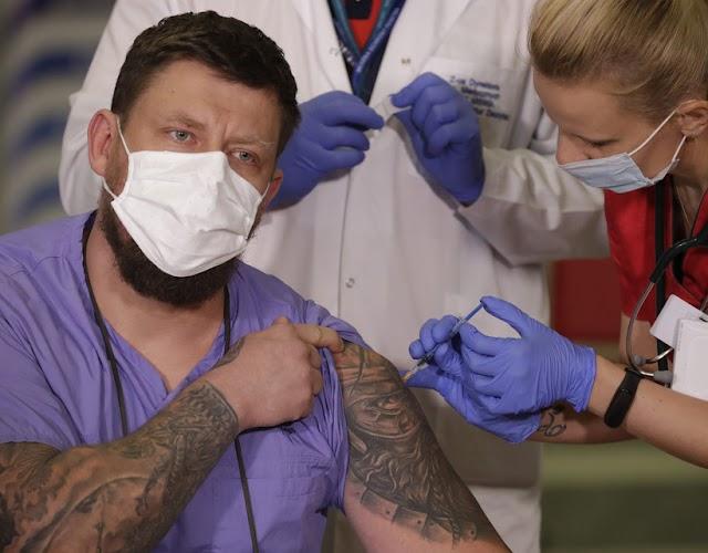Lengyelországban havonta három-négymillió embert olthatnának be, de kevés a vakcina
