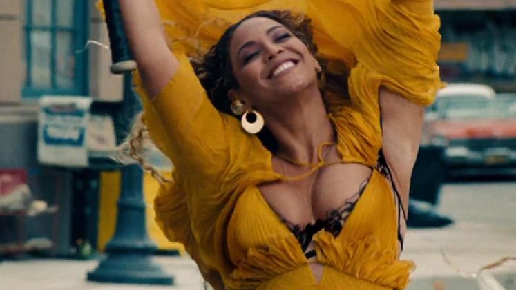 Além de produzir executivamente e compor todo o disco, Beyoncé também assina a direção do filme para o álbum.