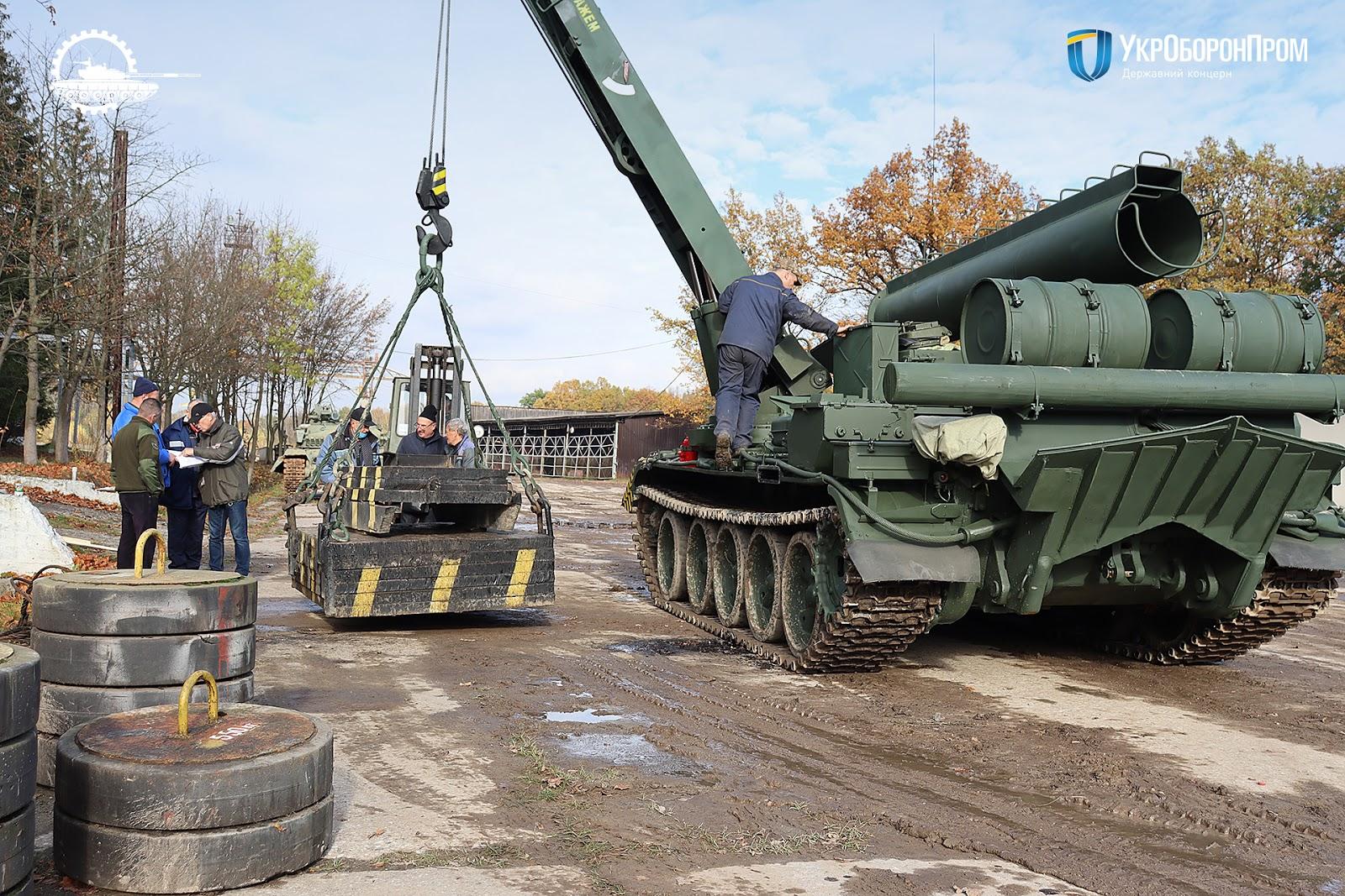 ЛБТЗ передав ЗСУ оновлений броньований тягач БТС-4