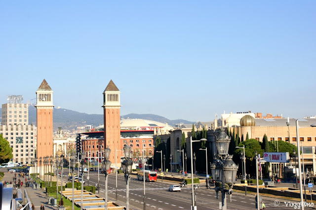 Placa d'Esplanya con l'Arena e le Torri Veneziane