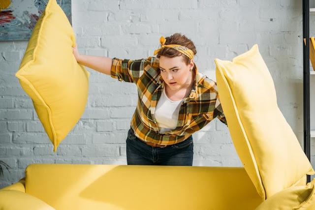 Советы, чтобы взбить ваши диванные подушки