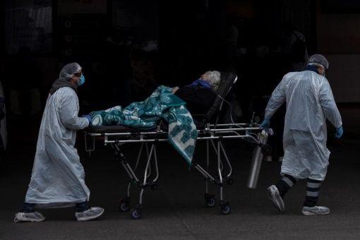 Piñera reconoce situación límite del sistema de salud en Chile