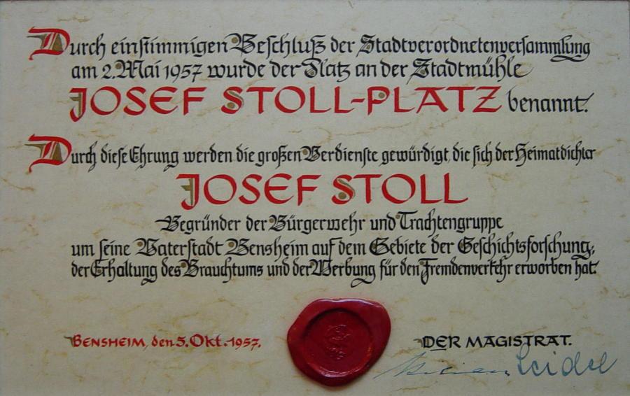 Aufnahme von der Einweihung der Fraa vun Bensem, Urkunde der Stadt Bensheim, Einweihung Joseph Stoll Platz