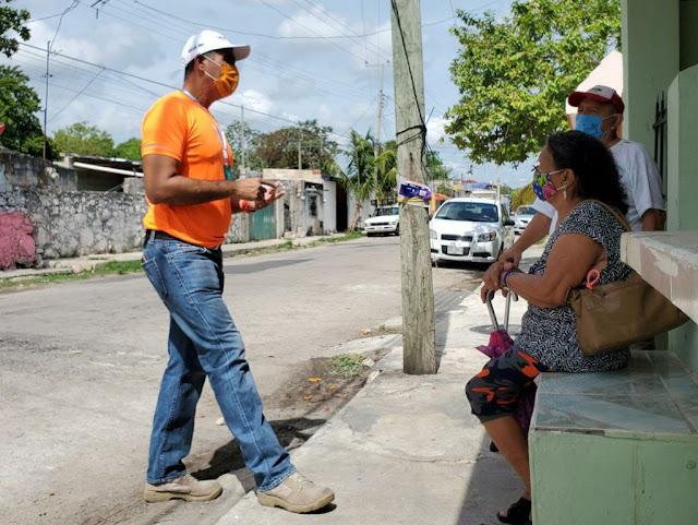 """Escribamos una nueva historia de la mano de la ciudadanía: Víctor Cervera. """"Este 6 de junio llegó el momento de los ciudadanos; vamos Mérida, vamos por ese rumbo ciudadano, vamos a ganar la elección y nosotros lo haremos"""" aseguró Víctor Cervera.  Mérida, Yucatán.- """"Este proyecto es de todos, no solo de Víctor Cervera, eso nos hace diferentes a los demás, nosotros somos ciudadanos que trabajamos juntos para defender nuestras causas, para defender nuestra ciudad; y eso vamos hacer este 6 de junio, primero ganar y después trabajar"""" señaló Víctor Cervera Hernández.  En contundente mensaje de cierre de campaña, el candidato a la presidencia municipal de Mérida por Movimiento Ciudadano, hizo un llamado a la ciudadanía para sumarse al proyecto y defender el voto.  """"Yo soy esa punta de lanza que va adelante, que va enfrentando los problemas, pero lo hago porque junto a mí y detrás de mí, frente a mí, están todos los ciudadanos que necesitan ser representados, tener una voz, una persona que los respalde por eso estoy aquí"""" afirmó.   Refrendó el compromiso adquirido casa por casa, colonia por colonia, de escuchar a la gente, de reactivar la economía de todos y la construcción de una sola Mérida sin divisiones, con un gobierno que sea guía y eliminando la corrupción.  """"Este es el inicio de una de mis metas personales, honrar a mis padres a través del servicio público, en esta campaña he podido ver en las caras de los meridanos el recuerdo vivo de mis padres, sobre todo de mi padre que en paz descanse, porque gracias a Dios tengo a mi madre presente conmigo apoyándome. Me dicen: trabaja como tu papá, tu mamá es una gran mujer que me ayudó cuando más lo necesitaba"""" resaltó.  El abanderado Naranja, quien se reunió en el parque de la colonia Juan Pablo II, agradeció el espacio de los medios de comunicación impresos y digitales así como los colegios de profesionistas y cámaras empresariales para dar a conocer a las candidatas y los candidatos dadas las circunstancias de una campaña"""