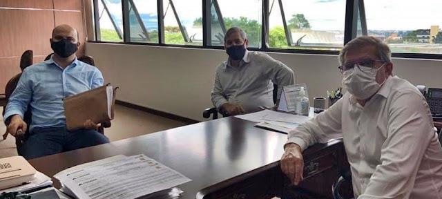 Manoel Ribas: Em Curitiba, Prefeito protocola pedido de casas populares