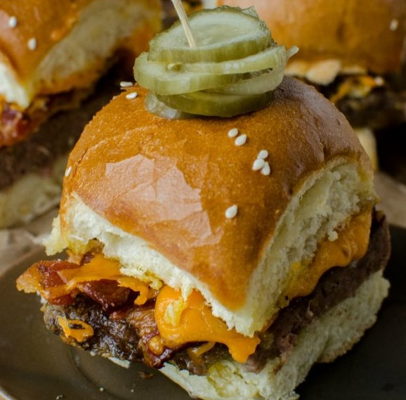 BACON CHEESEBURGER SLIDERS RECIPE #dinner #partyfood